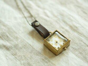 首からさげる時計 dot white sn N006の画像