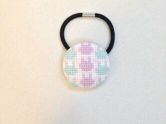 うさぎの刺繍ヘアゴム くるみボタンの画像
