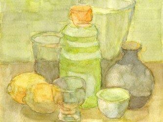 黄色 卓上の静物 の画像