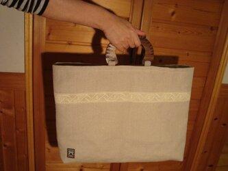 厚地の麻布バッグ(アンティークレースをアクセントに)の画像