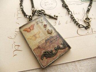 コラージュネックレス*蝶と楽譜の画像