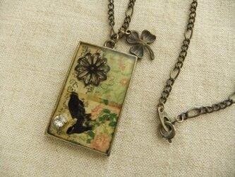 コラージュネックレス*二羽の鳥と花の画像