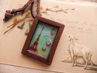 レザーフレームのブローチネックレス*エッフェル塔の画像