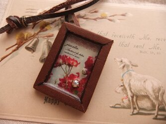 レザーフレームのブローチネックレス*赤い花の画像