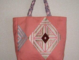 ピンク色の帯地かばんの画像