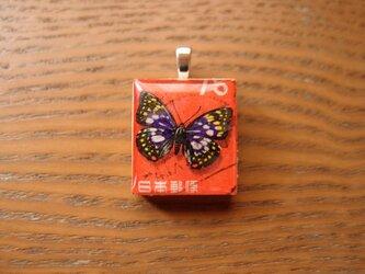 日本の切手を使ったスクラブルタイルペンダントの画像