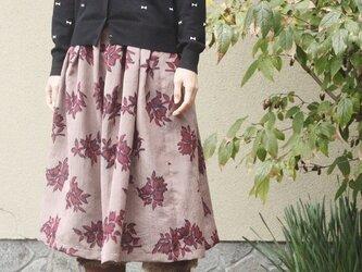 銘仙のタック入りスカート(深い赤の花柄・M~L)の画像