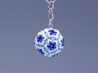 星型の花模様のボールの携帯ストラップ・ブルー&ホワイトの画像