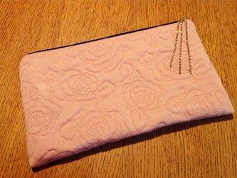 薔薇キルティング クラッチ ピンクの画像