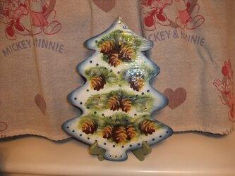 まつぼっくりのクリスマスツリーの画像