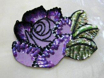紫バラのコサージュの画像