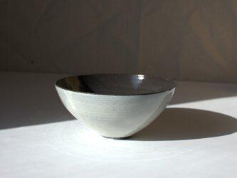 まるい大きめの鉢の画像