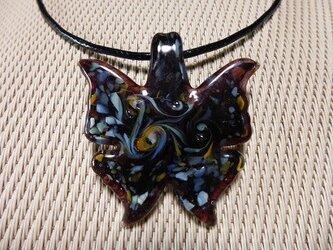 とんぼ玉蝶のチョーカーの画像
