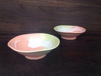 ピンクときみどりの小鉢 の画像
