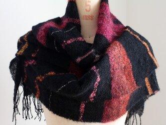手織りストール 黒地にぼかしモヘアのワインレッドの画像
