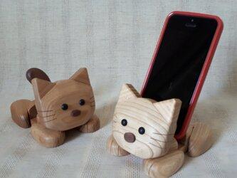 ネコのスマホスタンド(楡材(茶系)&栓材(白系))2個セットの画像