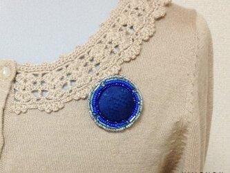 シルクとビーズの輝きブローチ(藍染)の画像