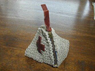 テトラ型ミニポーチ(麻糸手編み)の画像