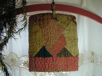 鍋つかみ(もしくは鍋敷き)(パッチワークと麻糸手編み)の画像
