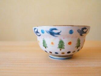 モミの木と鳥のお茶碗。の画像