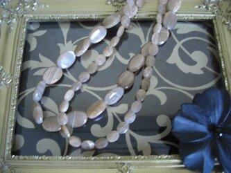 グレージュ色 天然石のネックレス (大)の画像