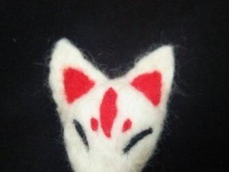 狐面のブローチの画像