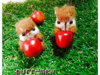 りんごリスのペンダントの画像