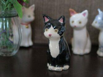 猫の置物 ハチワレの画像