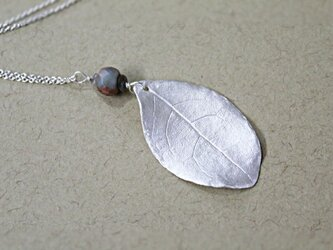 月桂樹 リーフネックレス 一点物の画像