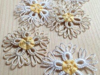 可憐なお花のレースモチーフ 白・生成 5枚セットの画像