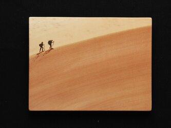 山登り (焼き板絵)の画像