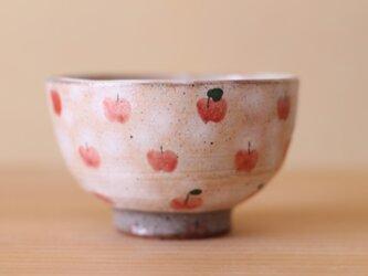 りんごいっぱいのお茶碗。の画像