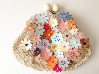 花のクラッチバッグの画像