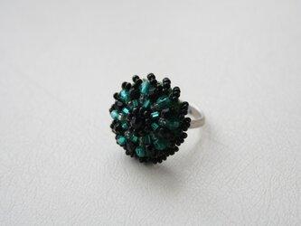 ビーズボタンのリングの画像