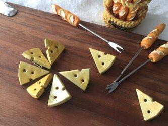 【陶土】チーズのブローチの画像