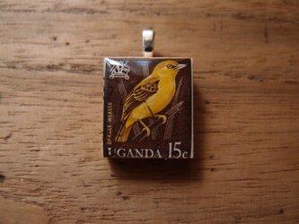 ウガンダの切手を使ったスクラブルタイルペンダントの画像