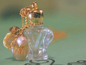 ちいさな香水ボトルネックレスの画像