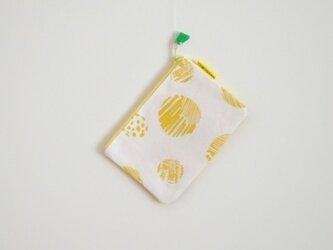 ぺたんこポーチ(S)/黄色(おとぼけ水玉柄)の画像