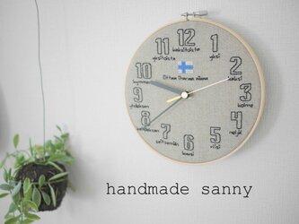 北欧フィンランド リネン 刺しゅう刺繍時計の画像