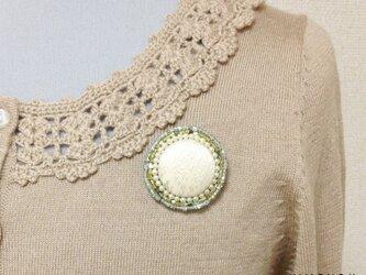 シルクとビーズの輝きブローチ(西陣織ゴールドシルク)の画像