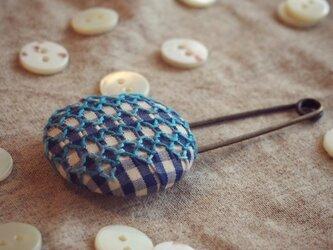 スモッキング刺繍くるみボタンのスカーフピン S-10の画像