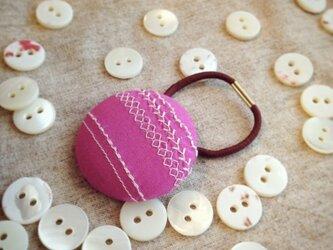 ミシン刺繍くるみボタンのへアゴム m-3の画像