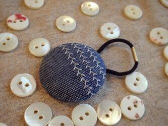 ミシン刺繍くるみボタンのへアゴム m-5の画像