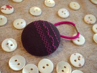 ミシン刺繍くるみボタンのへアゴム m-6の画像