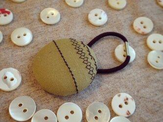 ミシン刺繍くるみボタンのへアゴム m-7の画像