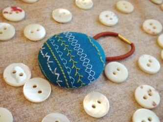 ミシン刺繍くるみボタンのへアゴム m-8の画像