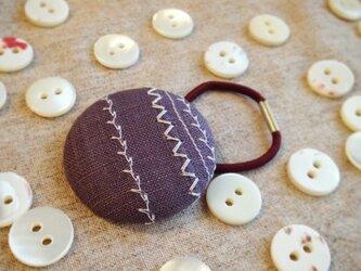 ミシン刺繍くるみボタンのへアゴム m-10の画像