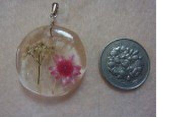 花のペンダント 小サイズの画像