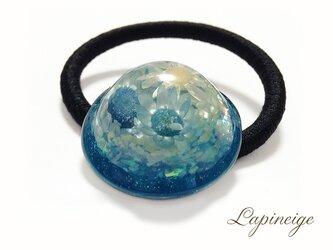 フラワードームのレジンヘアゴム(ブルー)の画像