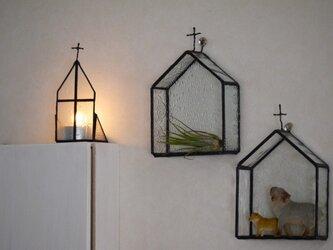 【再販】ステンドグラス 教会型飾り棚 羽根の画像